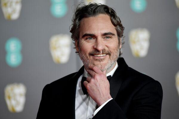 Herec Joaquin Phoenix na červeném koberci při předávání cen BAFTA v Londýně - Sputnik Česká republika