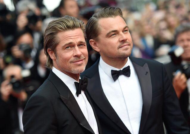 Herci Brad Pitt a Leonardo DiCaprio na červeném koberci 72. filmového festivalu v Cannes