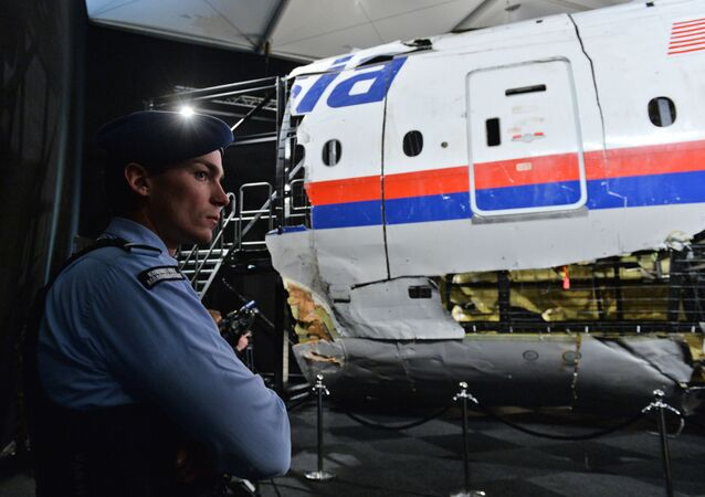 Tisková konference, během níž vyšetřovatelé informovali, o výsledcích své práce v věci katastrofy letu MH17