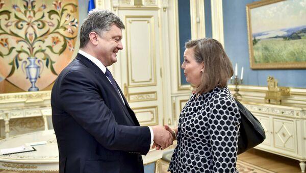 Petro Porošenko a Victorie Nulandová - Sputnik Česká republika