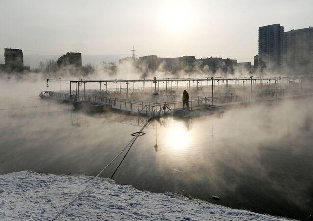 Rybí farma a ostrov Otdycha, který se nachází na řece Jenisej v Krasnojarsku