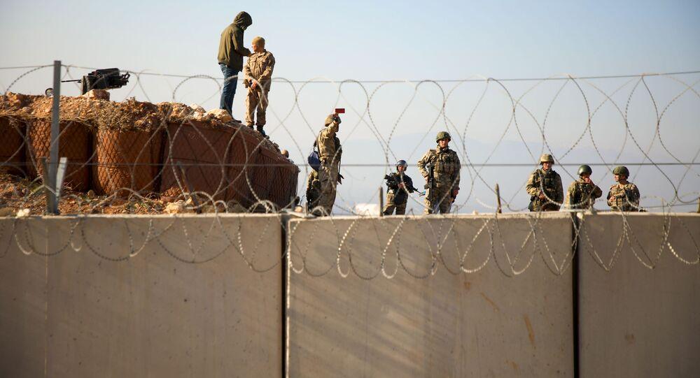 Turečtí vojáci na hranici se Sýrií v provincii Idlib