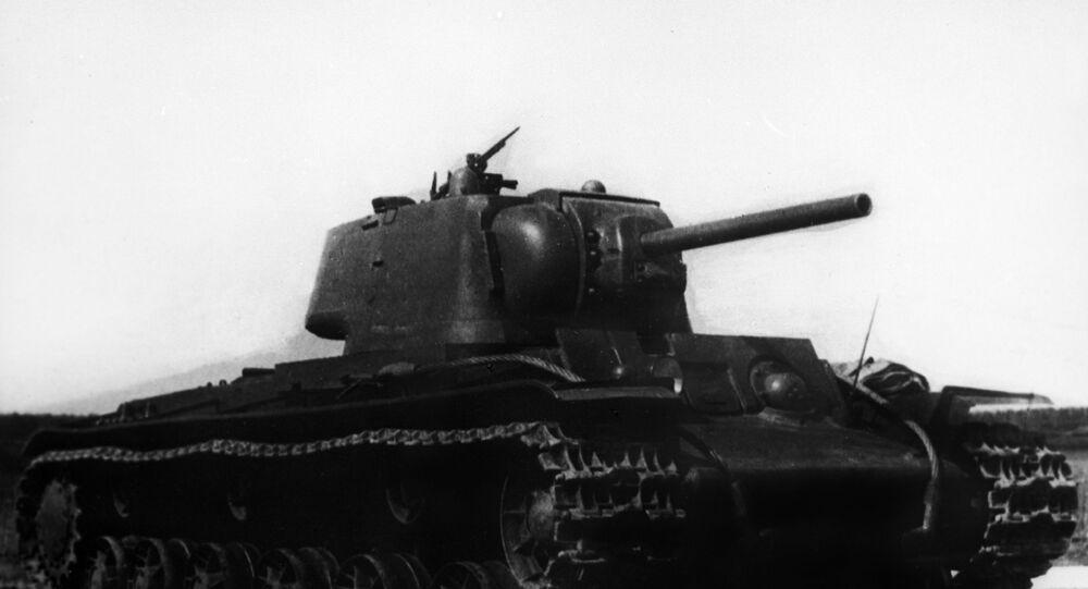 Těžký sovětský tank KV-1