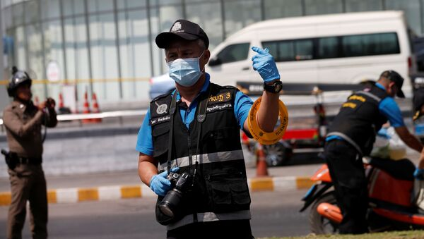 Policie na místě střelby v Thajsku před obchodním domem Terminal 21 - Sputnik Česká republika
