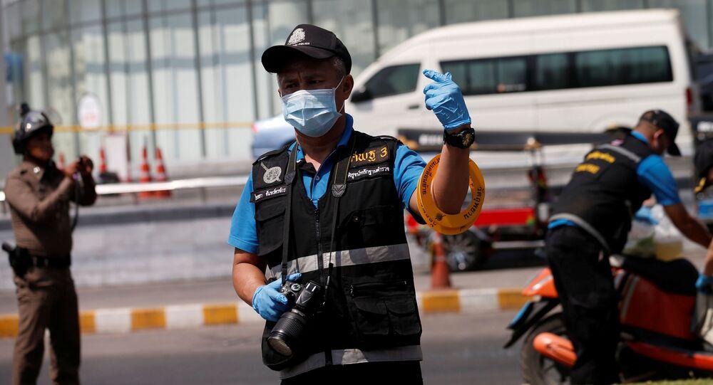 Policie na místě střelby v Thajsku před obchodním domem Terminal 21