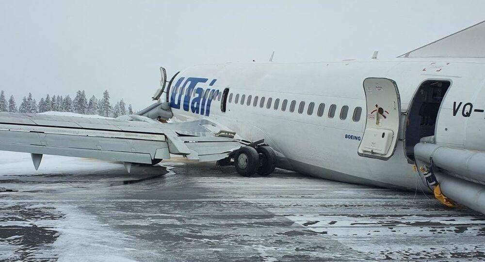 Boeing 737 společnosti Utair po tvrdém přistání v Usinsku, Rusko