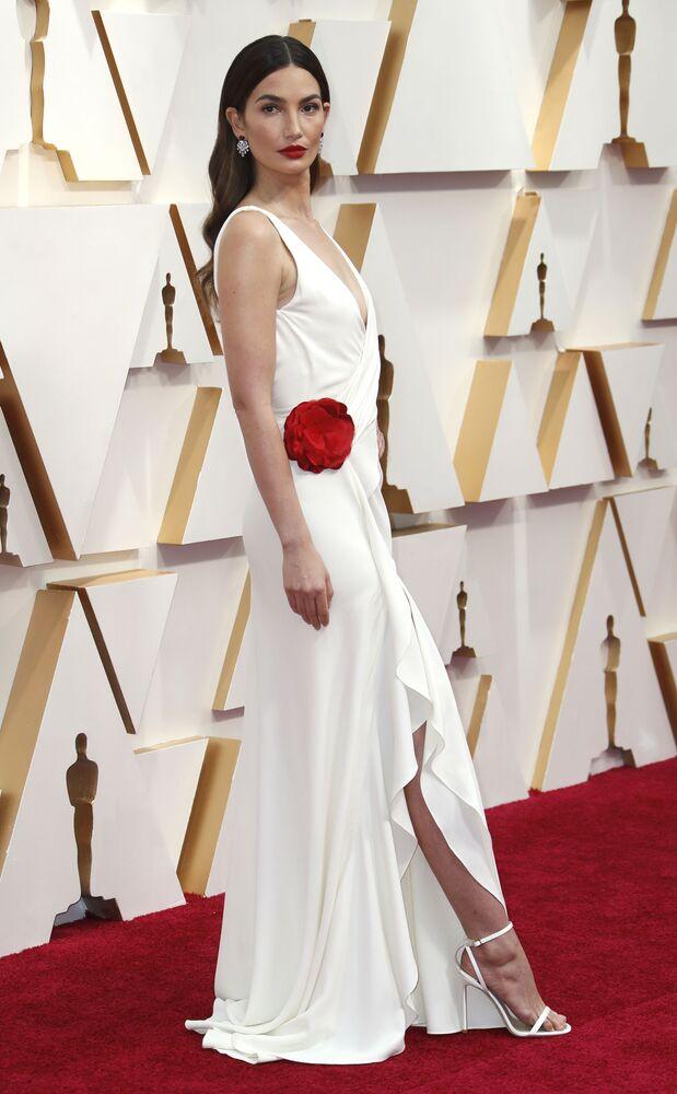 Modelka Lily Aldridgeová na červeném koberci. Udělování Oscara 2020 v Los Angeles, USA.