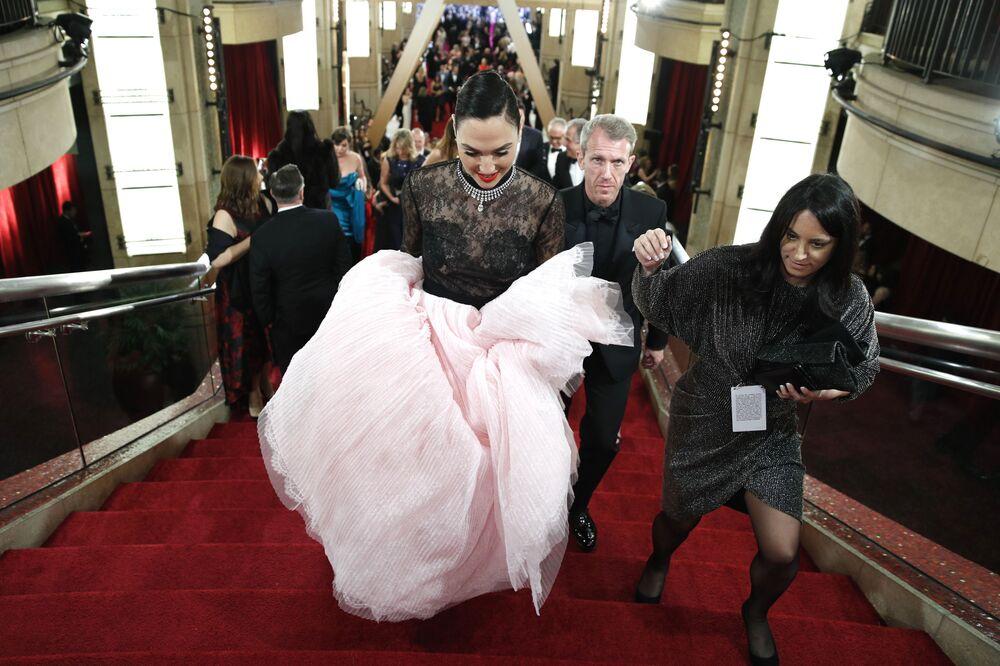 Herečka Gal Gadot na červeném koberci. Udělování Oscara 2020 v Los Angeles, USA.