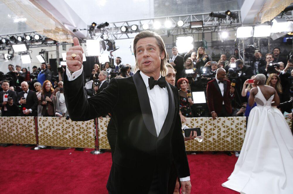 Herec Brad Pitt na červeném koberci. Udělování Oscara 2020 v Los Angeles, USA.