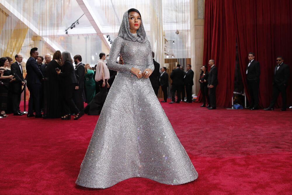 Zpěvačka Janelle Monáe na červeném koberci. Udělování Oscara 2020 v Los Angeles, USA.