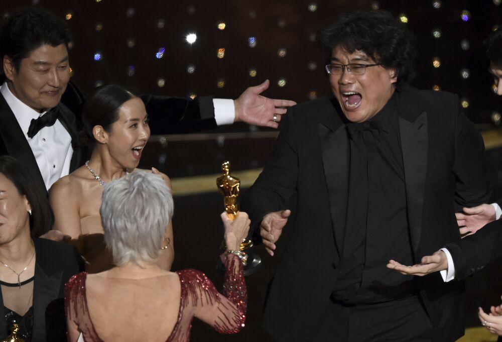 Režisér Pon Džun-ho. Udělování Oscara 2020 v Los Angeles, USA.