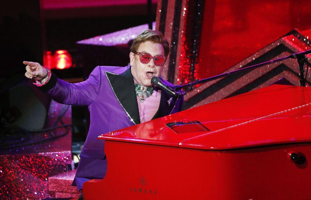 Zpěvák Elton John. Udělování Oscara 2020 v Los Angeles, USA.