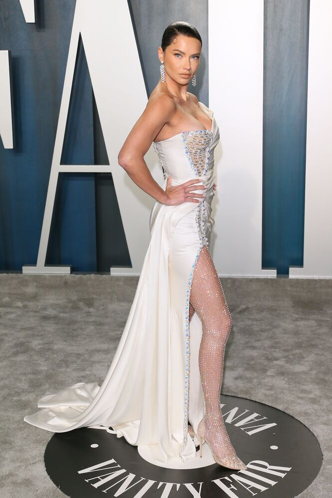 Topmodelka Adriana Lima během 2020 Vanity Fair Oscar Party.