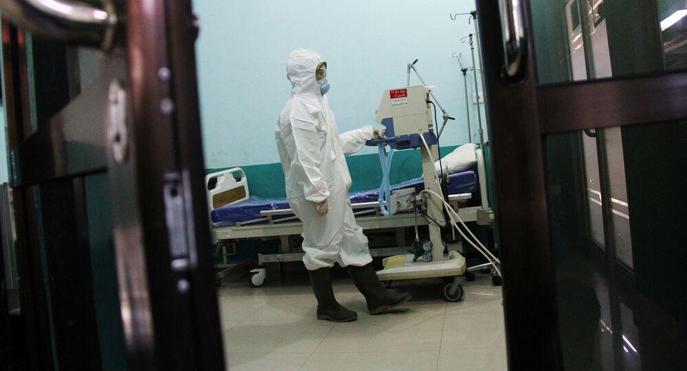 Vědci objevili další způsob, kterým se přenáší koronavirus