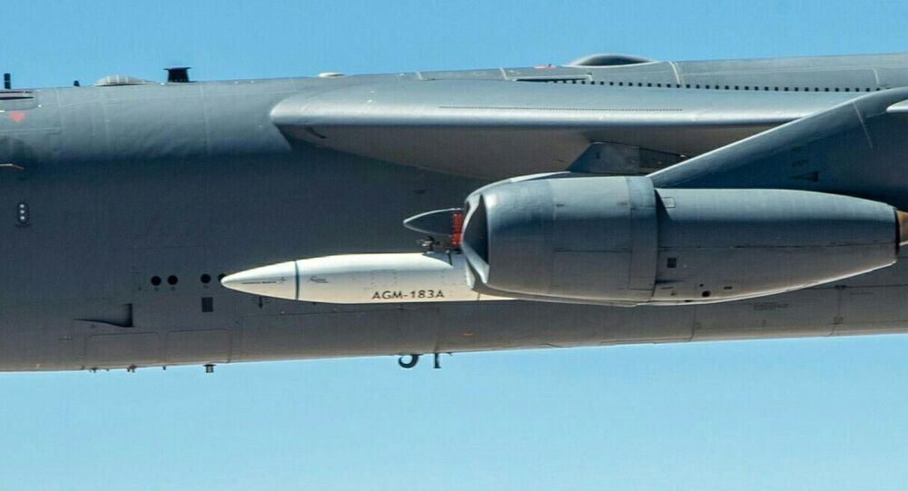 Boeing B-52H s raketou ARRW (Air-Launched Rapid Response Weapon)