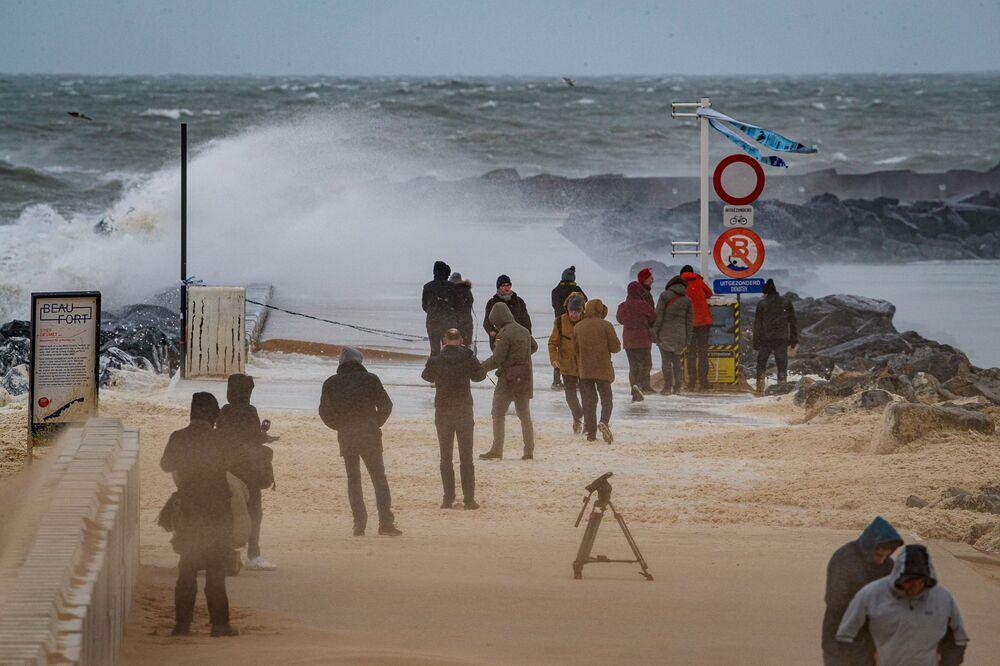 Silné vlny po průchodu bouře Sabine. Ostende, Belgie
