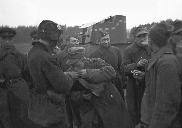 Přátelská beseda ruských a polských vojáků