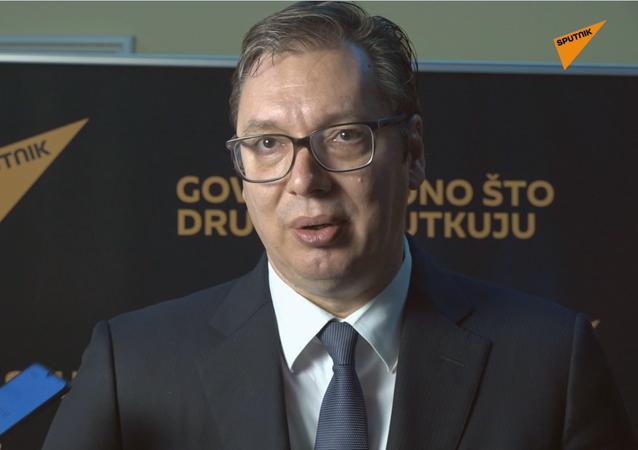 Srbský prezident Aleksandar Vučić gratuluje rádiu Sputnik
