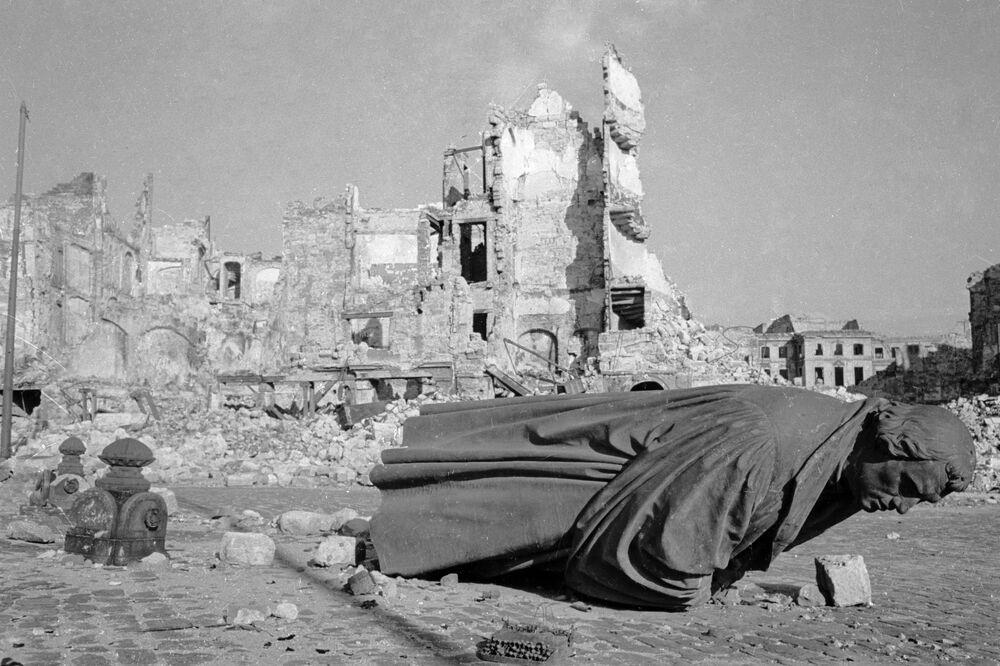Zříceniny, které zůstaly po americkém náletu na Drážďany