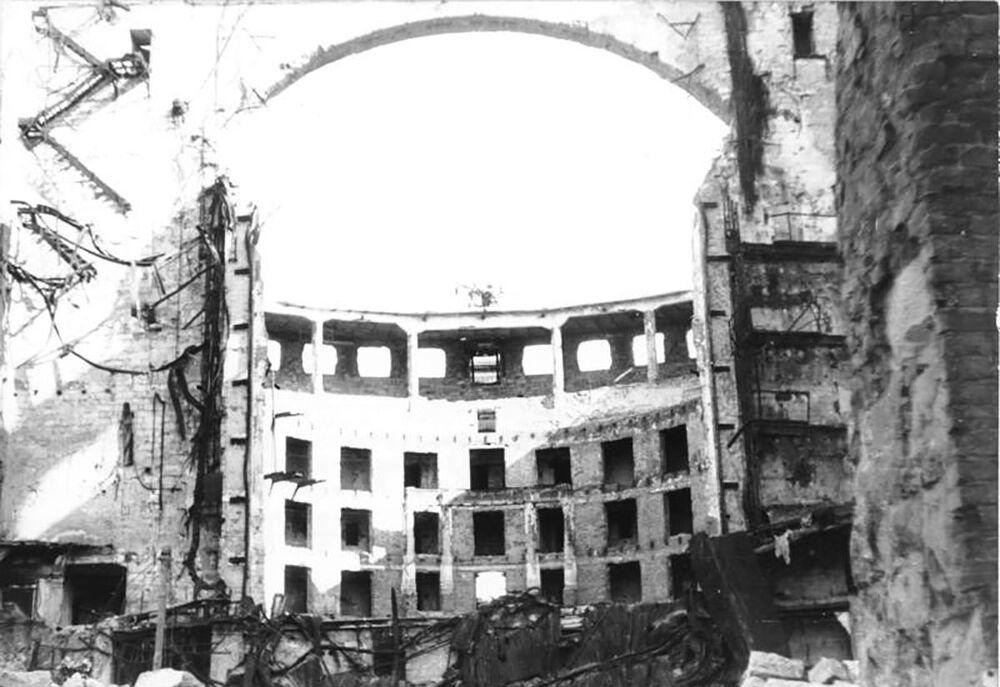 Zničená Saská státní opera v Drážďanech