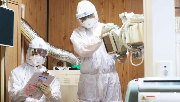 Zdravotníci v nemocnici v Suwonu, Jižní Korea - Sputnik Česká republika