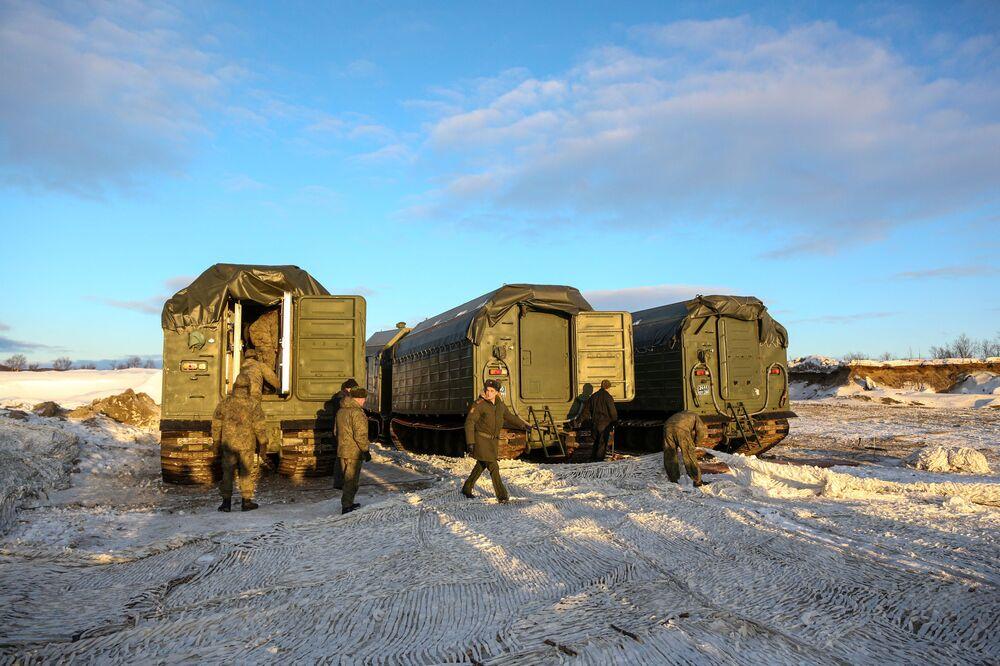 Arktické polní kuchyně KA-250/30PM Severního loďstva byly postaveny na bázi pásového obojživelného vozidla DT-30MP.
