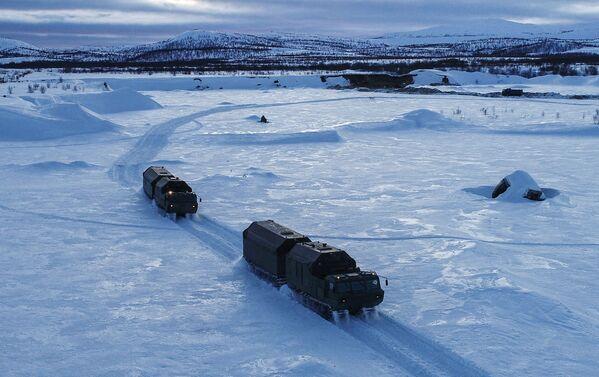 Arktické polní kuchyně KA-250/30PM Severního loďstva následují svou jednotku. - Sputnik Česká republika