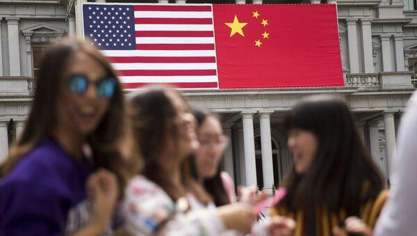 Čínská a americká vlajka - Sputnik Česká republika