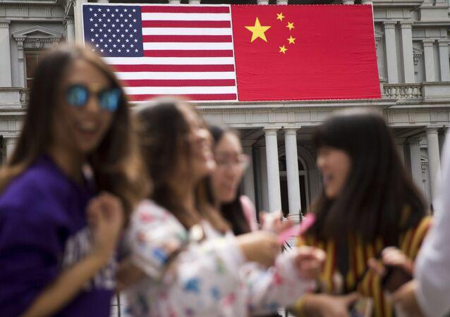 Čínská a americká vlajka