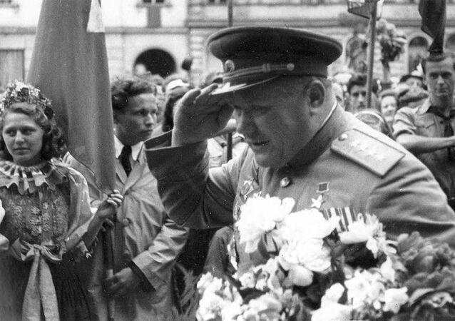 Generál Andrej Jeremenko v osvobozené Olomouci (7. května 1945)