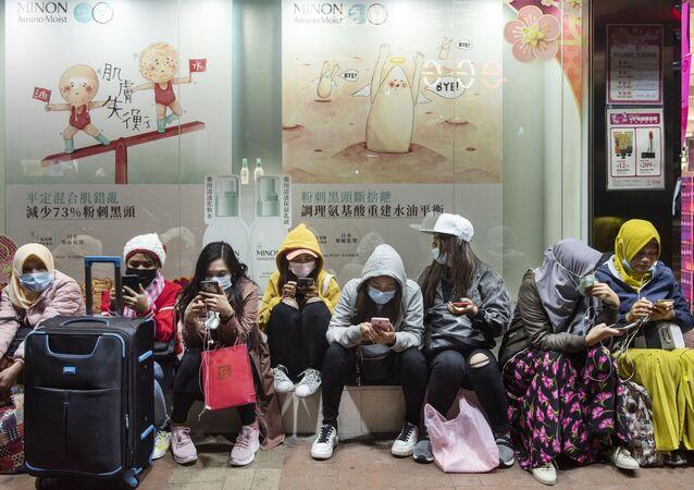 Ženy v roušcích. Hongkong