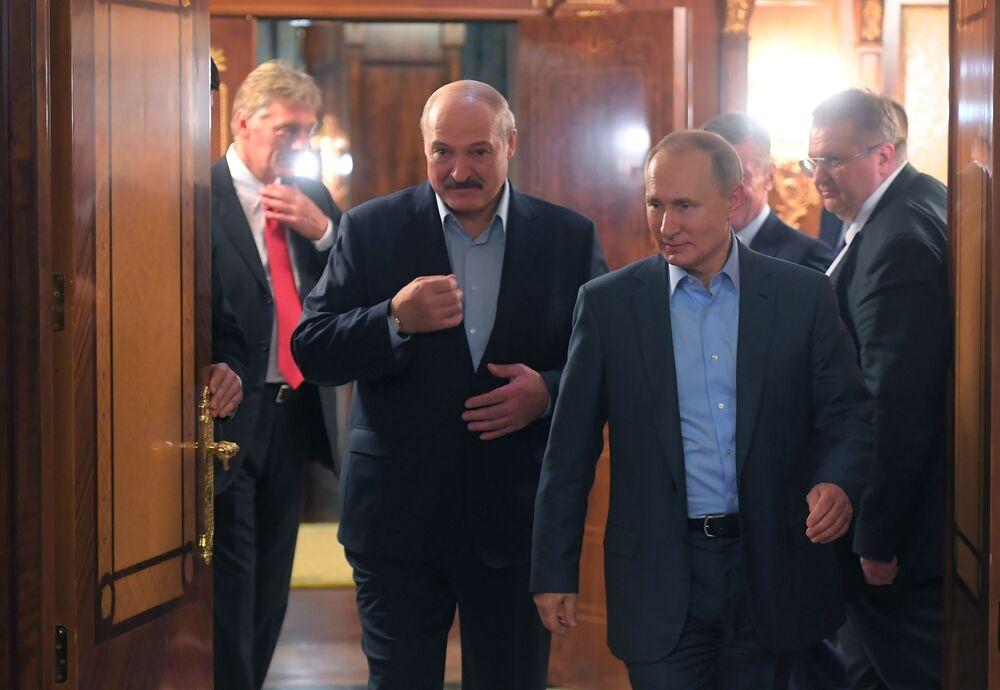 Běloruský prezident Alexandr Lukašenko se svým ruským protějškem Vadimirem Putinem v Soči