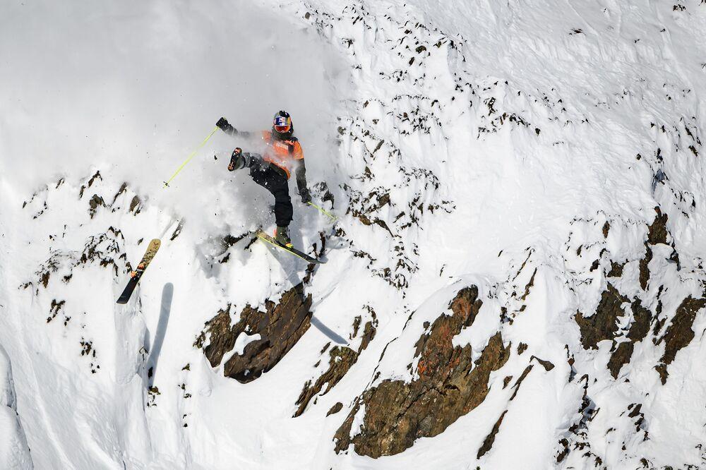 Kanadský lyžař Logan Pehota upadl během závodu Freeride World Tour v kanadské provincii Britská Kolumbie