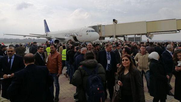První za osm let osobní letadlo přistálo na letišti Aleppo (19.02.2020) - Sputnik Česká republika