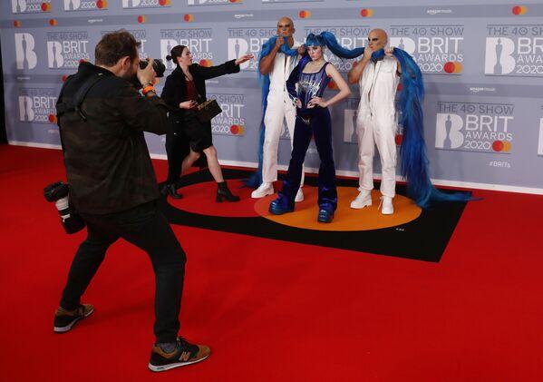 Zpěvačka Ashnikko pózuje na Brit Awards 2020 - Sputnik Česká republika