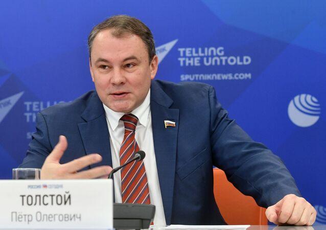 Místopředseda ruské Dumy Pjotr Tolstoj v informačním centru Rusko dnes