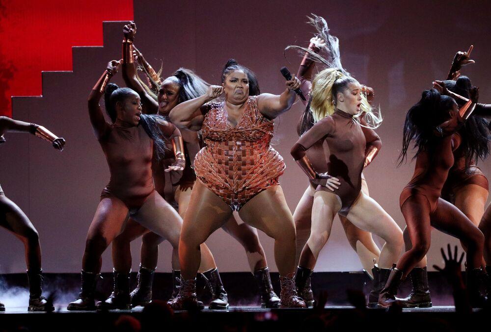 Zpěvačka Lizzo na každoročním udílení cen britské populární hudby BRIT Awards v Londýně.