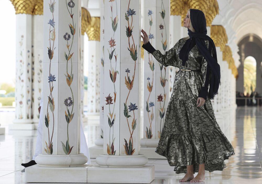 Ivanka Trumpová ve Velké mešitě šejka Zayeda v Abú Dhabí.