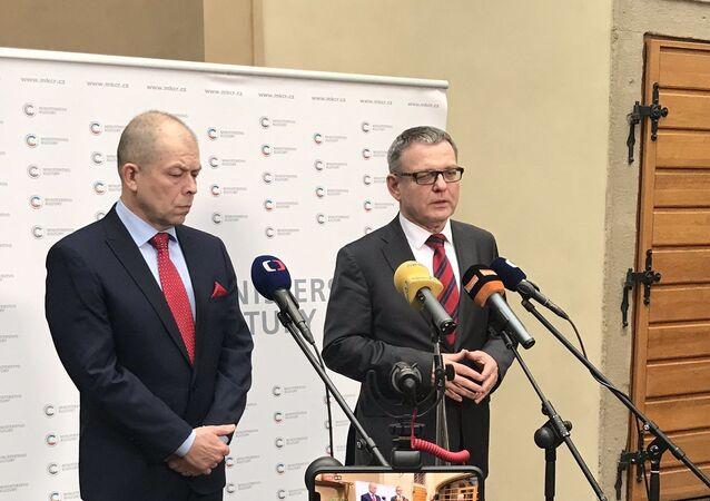 Nový ředitel Památníku Lidice Eduard Stehlík a ministr kultury ČR Lubomír Zaorálek