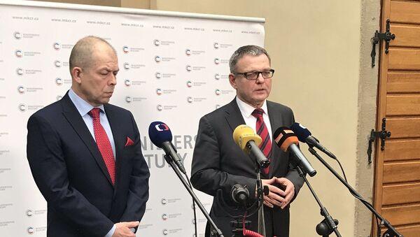 Nový ředitel Památníku Lidice Eduard Stehlík a ministr kultury ČR Lubomír Zaorálek - Sputnik Česká republika
