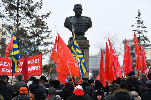 Demonstrace Komunistické strany Ruské federace při příležitosti oslav 102. výročí založení Dělnicko-rolnické Rudé armády v Novosibirsku. - Sputnik Česká republika