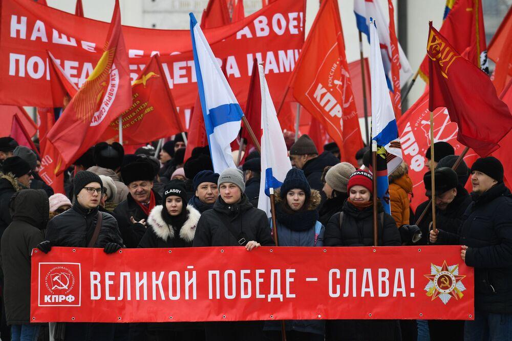 Demonstrace Komunistické strany Ruské federace v Novosibirsku.