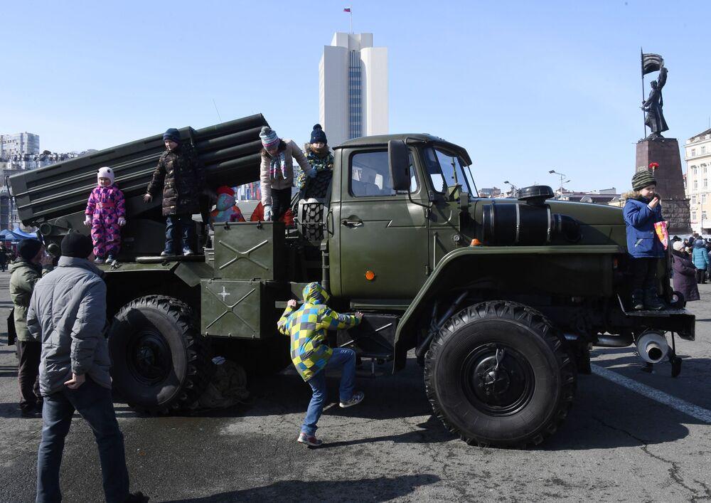 Raketomet BM-21 Grad ve Vladivostoku.