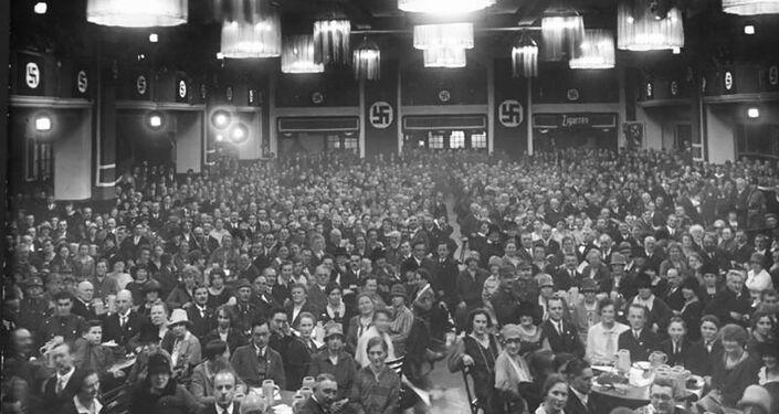 Zasedání NSDAP v jedné z mnichovských pivnic