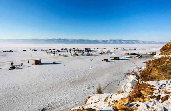 Pohled na místo konání festivalu Olkhon Ice Fest u jezera Bajkal v Irkutské oblasti, Rusko - Sputnik Česká republika