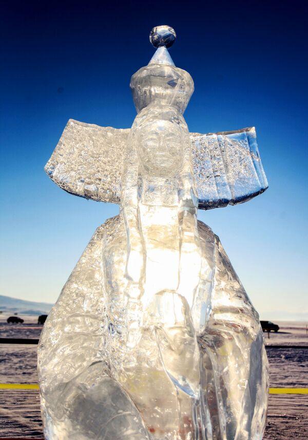 Ledová figurína představená na Mezinárodní soutěži ledových soch v rámci festivalu Olkhon Ice Fest u jezera Bajkal v Irkutské oblasti, Rusko - Sputnik Česká republika