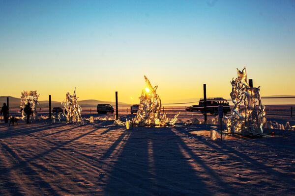 Ledové figuríny představené na Mezinárodní soutěži ledových soch v rámci festivalu Olkhon Ice Fest u jezera Bajkal v Irkutské oblasti, Rusko - Sputnik Česká republika