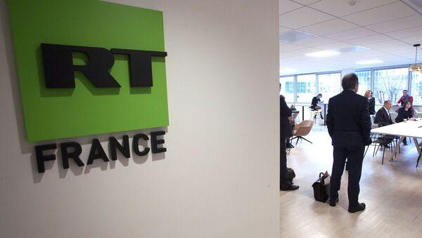 Ruský ministr zahraničí Sergej Lavrov během návštěvy kanceláře RT France v Paříži - Sputnik Česká republika