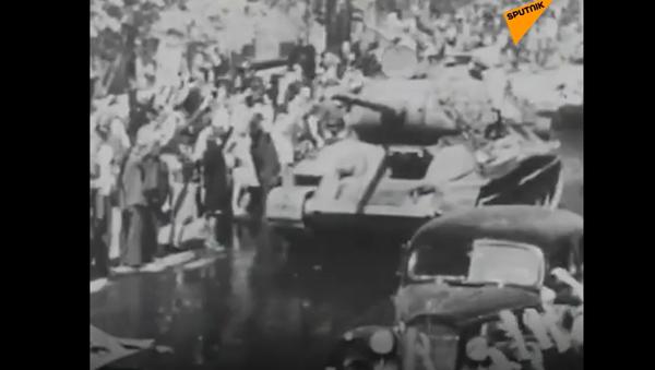 94letý veterán, který se účastnil osvobozování Prahy, exkluzivně pro Sputnik odhalil své dojmy - Sputnik Česká republika