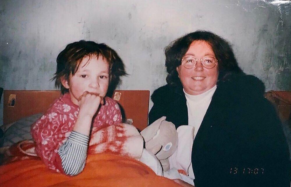 Oksana Masters v sirotčinci s Američankou Gay Masters, která se stala její adoptivní matkou